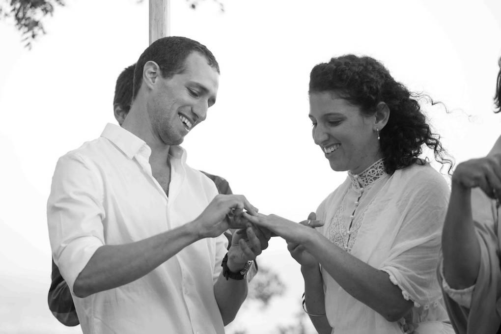 זוגות מספרים על חתונה חברתית